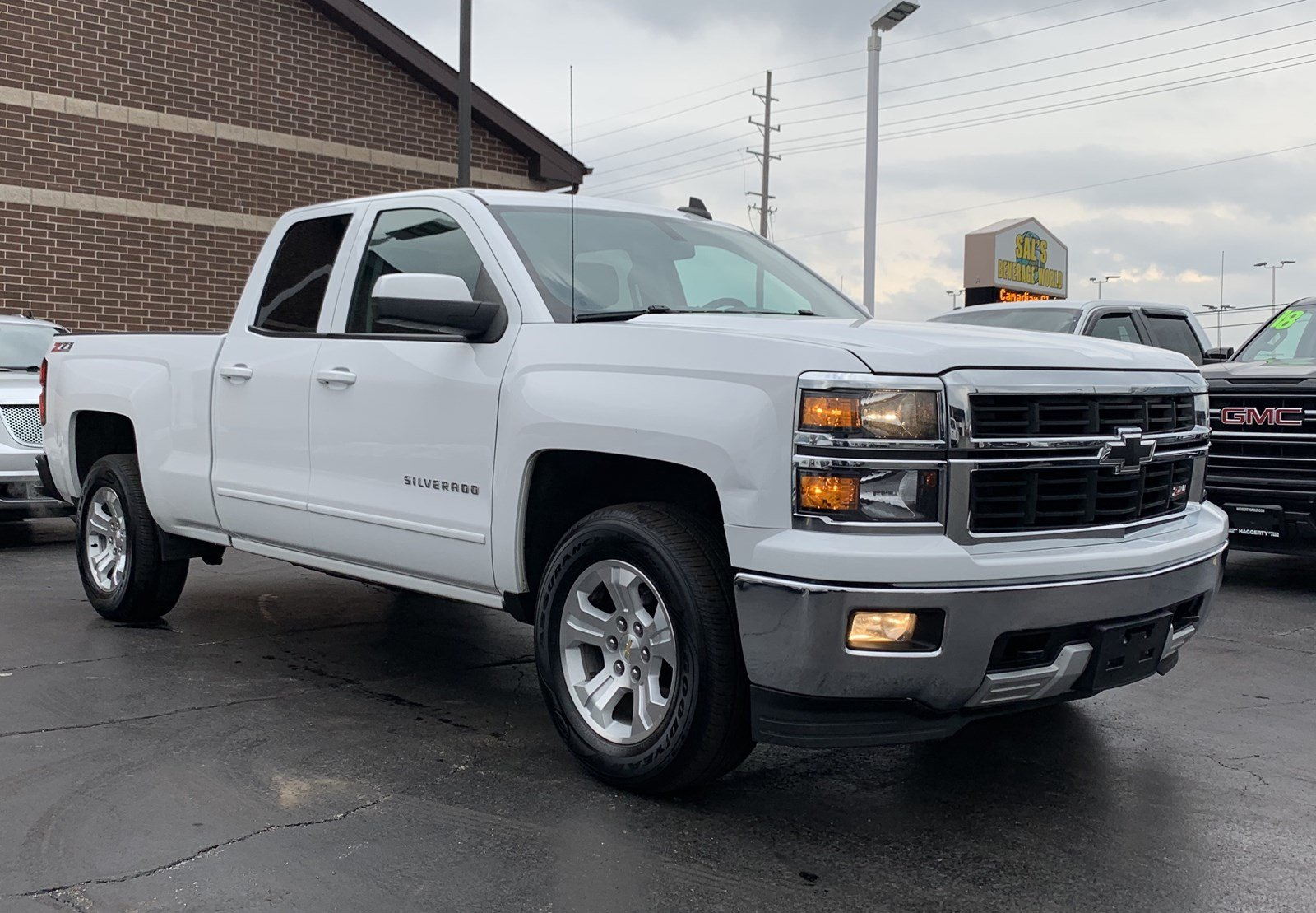 Pre-Owned 2015 Chevrolet Silverado 1500 4WD Double Cab 143.5 LT w/2LT
